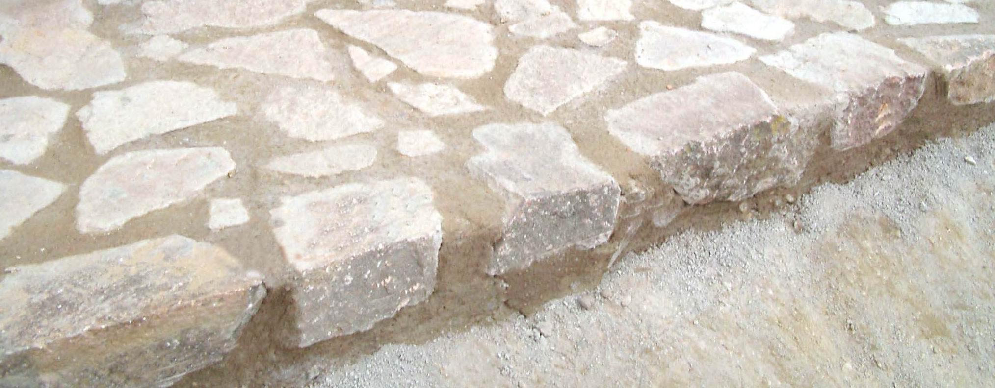 Los trozos de piedra natural colocados con su cara vista - Escaleras de piedra ...